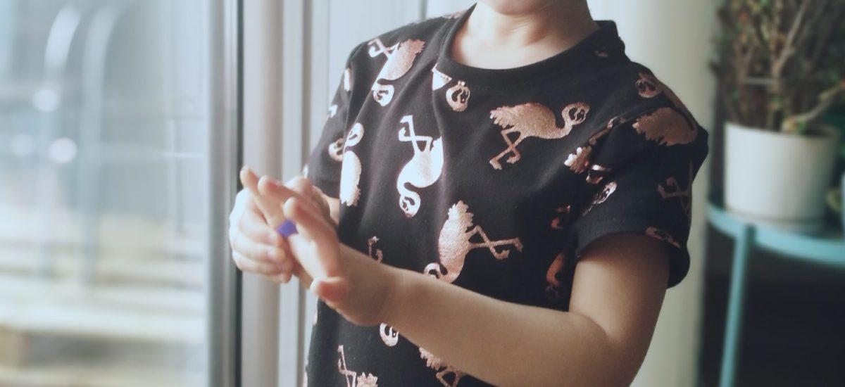 Dziewczęca sukienka na bazie t-shirta